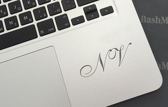 гравировка на корпусе (крышке) MacBook